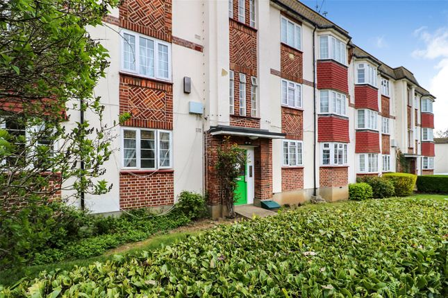 2 bed flat to rent in Amblecote Road, London SE12