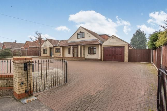Thumbnail Bungalow for sale in Bradwell, Great Yarmouth, Norfolk