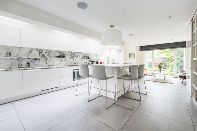 Thumbnail Terraced house to rent in Caldervale Road, London