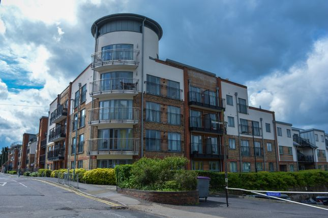 2 bed flat to rent in The Waterfront, Hertford SG14