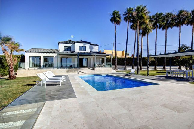 Villa for sale in Estepona Puerto, Costa Del Sol, Spain