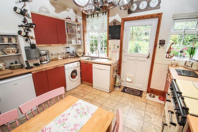 Kitchen of Shiphay Lane, Torquay TQ2
