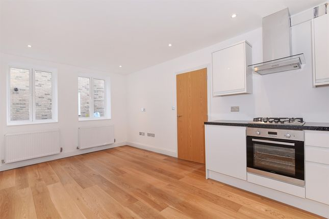 Thumbnail Town house for sale in Coliston Passage, London