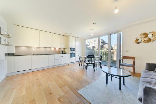 Thumbnail Flat to rent in Narrowboat Avenue, Brentford, London