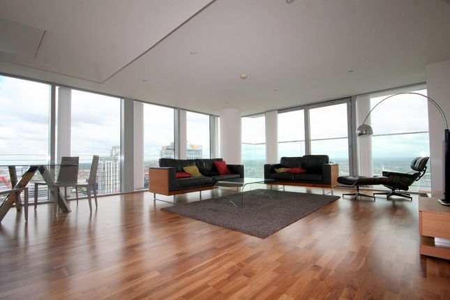 Thumbnail Flat to rent in Landmark East, Marsh Wall, London
