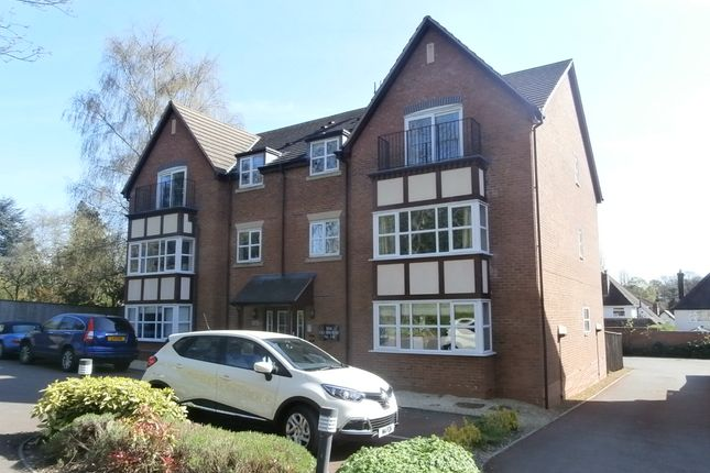 2 bed flat to rent in The Fairways, Sutton Coldfield B76