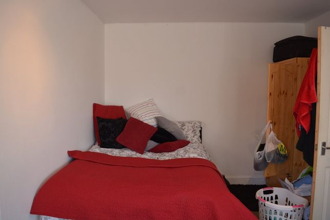 Thumbnail Flat to rent in St. Stephens Road, London