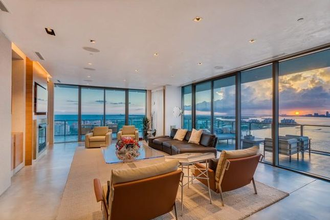 Thumbnail Apartment for sale in 800 S Pointe Dr, Miami Beach, Florida, United States Of America