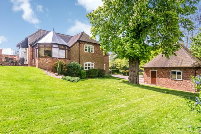 3 bed detached house for sale in Abbey Manor Park, Evesham, Worcestershire