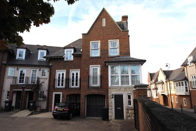 Thumbnail Room to rent in Hyndford Crescent, Greenhithe