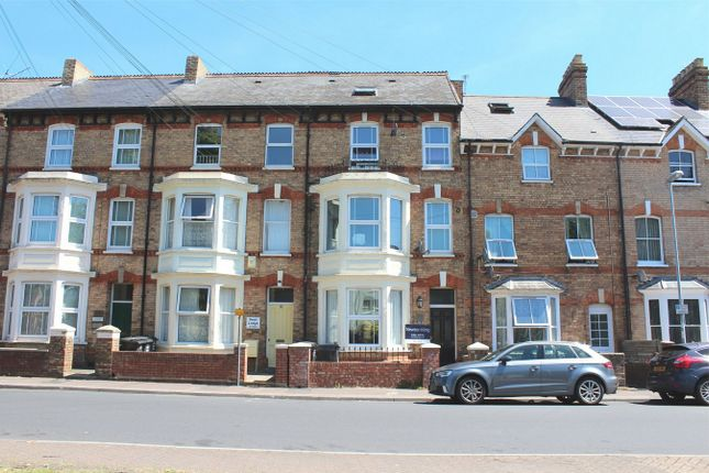 2 bed flat to rent in Belvedere Road, Taunton