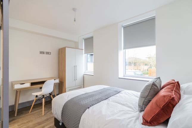 Thumbnail Room to rent in Carder Place, Beecroft Road, Cannock