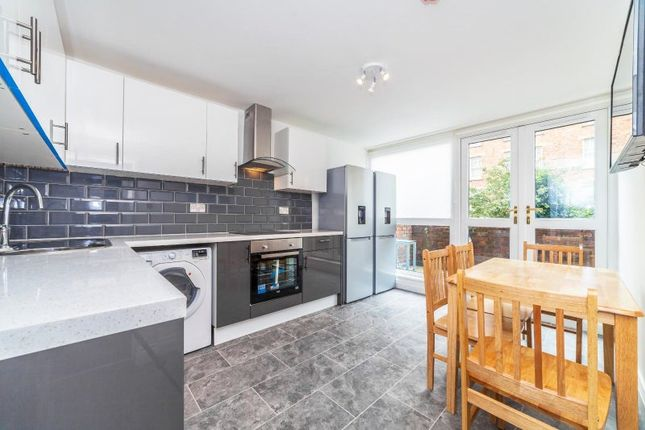 Thumbnail Room to rent in Lockyer House, Wandsworth, London