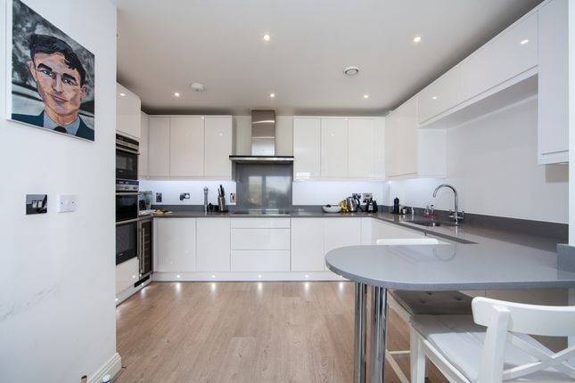 Thumbnail Flat to rent in Wadham Mews, London
