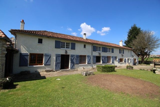 5 bed property for sale in Genouille, Poitou-Charentes, France