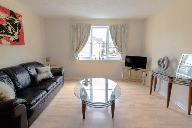 1 bed flat to rent in Town Mead, West Green, Crawley