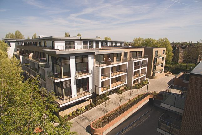 Thumbnail Flat for sale in Westfield Waterside, Knaresborough Drive, Earlsfield, London