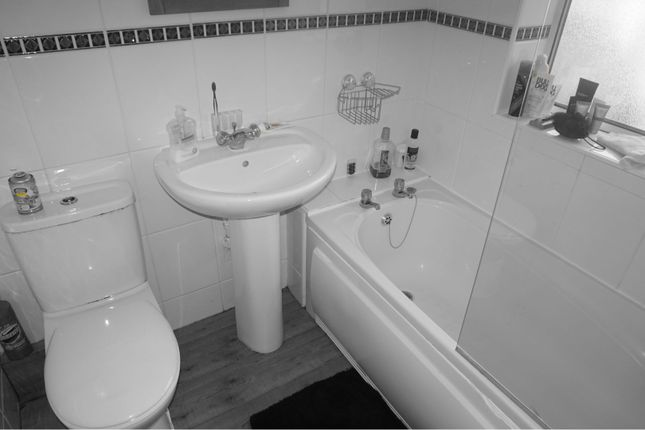 Bathroom of Wilberforce Road, Leicester LE3