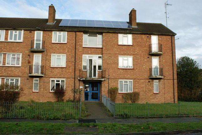 Thumbnail Flat to rent in Wyndham Crescent, Burnham, Slough