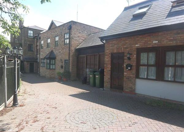Main Picture of Chestnut Mews, The Square, Woodford Green IG8