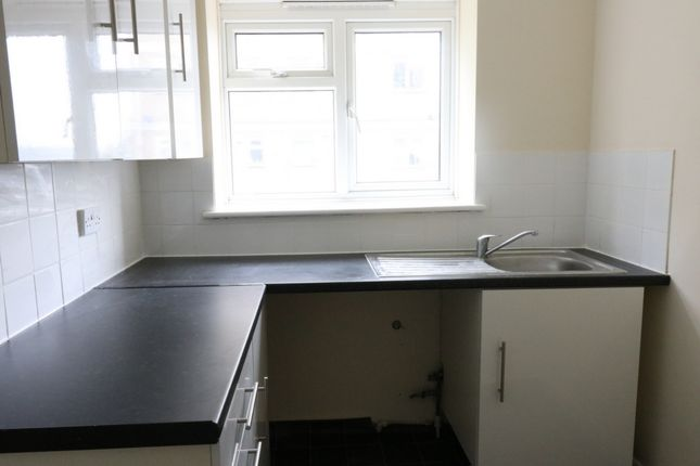Thumbnail Flat to rent in Longhill Avenue, Chatham