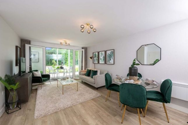 """1 bed flat for sale in """"One Bedroom Apartment"""" at Station Avenue, Walton-On-Thames KT12"""