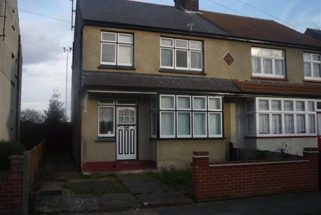 3 bed terraced house to rent in Park Road, Clacton-On-Sea