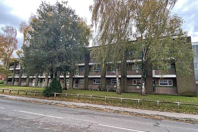 Thumbnail Flat for sale in Blind Lane, Bourne End
