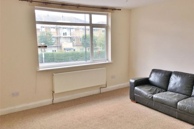 Thumbnail Flat to rent in Shelson Parade, Ashford Road, Feltham