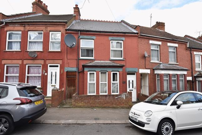 Thumbnail Terraced house for sale in Russell Rise, Luton