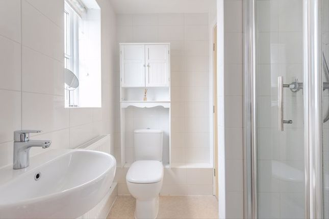 Ensuite of Gingham House, Fountain Street, Leeds LS27