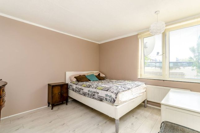 Thumbnail Flat for sale in Upnor Way, Elephant And Castle, London