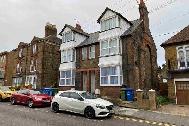 Thumbnail Flat to rent in 30 Park Road, Sittingbourne, Kent