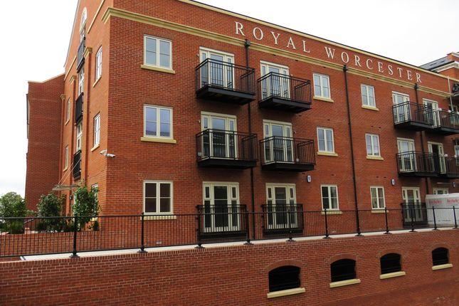 2 bedroom flat to rent in Mill Street, Worcester