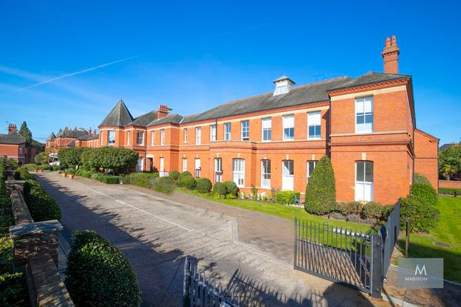 2 bed flat for sale in Hampstead Avenue, Repton Park, Woodford Green IG8