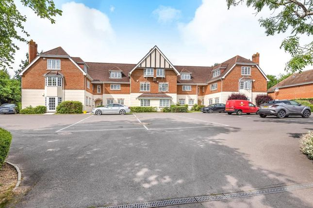 Thumbnail Flat for sale in Courtney Place, Binfield