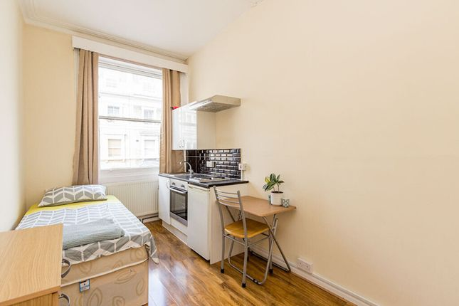 Room to rent in Clanricarde Gardens, Notting Hill, London W2