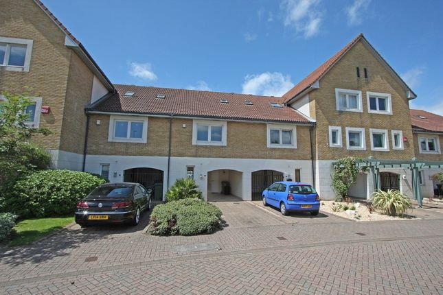 3 bed town house to rent in Mullion Close, Port Solent, Portsmouth