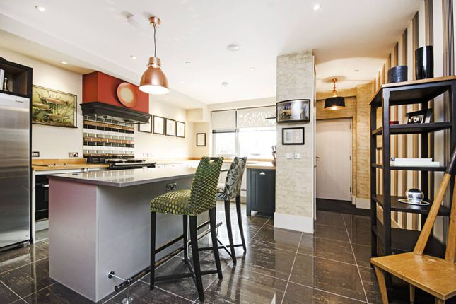 Thumbnail Terraced house for sale in Sutton Place, Hackney