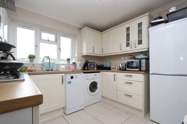 Thumbnail Flat to rent in Albert Close, London
