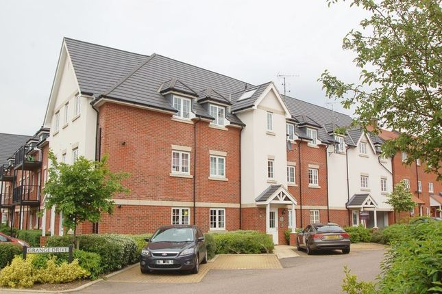 Thumbnail Flat to rent in Grange Drive, High Wycombe