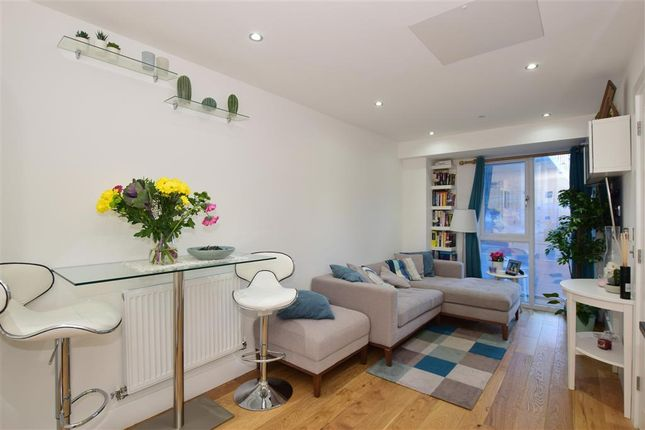 Thumbnail Flat for sale in Sutton Court Road, Sutton, Surrey