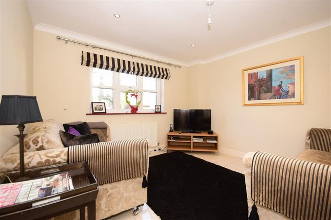 Family Room of Glendale Close, Shenfield, Brentwood, Essex CM15