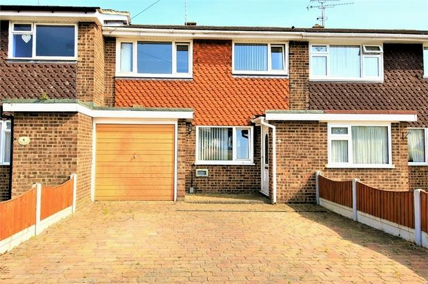 3 bed terraced house for sale in Broomfield Green, Canvey Island, Essex