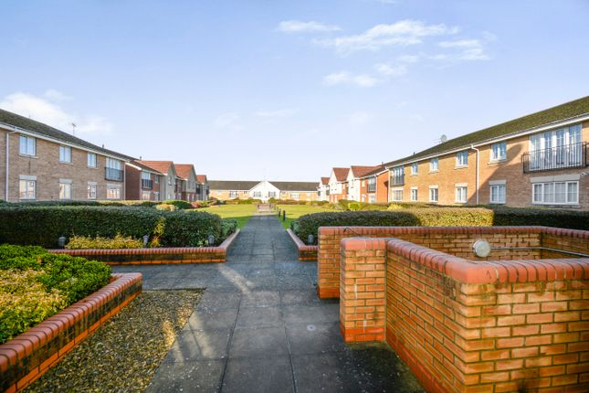 Thumbnail Flat for sale in Coleridge Way, Borehamwood