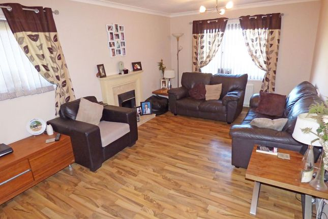 Thumbnail Flat for sale in Spiers Place, Linwood, Paisley