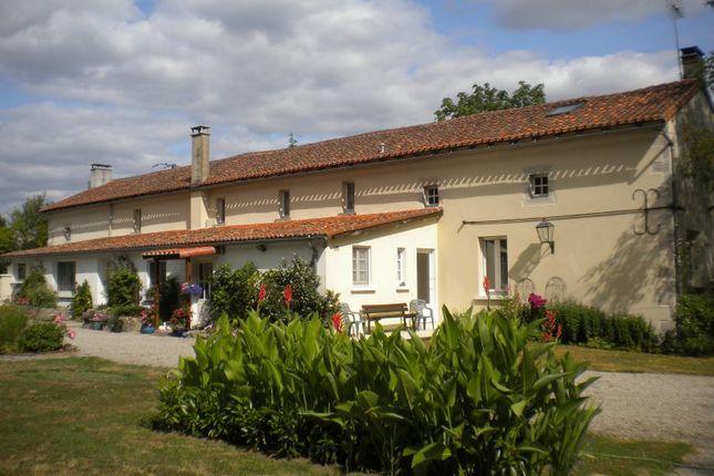 Thumbnail Farmhouse for sale in Poitou-Charentes, Vienne, Asnières-Sur-Blour