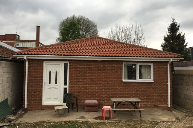 Thumbnail Bungalow to rent in Biscot Road, Luton