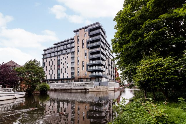 Thumbnail Flat for sale in Kennet House, 80 Kings Road, Reading