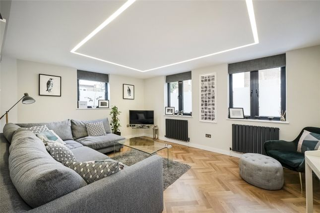 3 bed flat for sale in Iffley Road, London W6